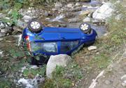 A Cuneo per mancanza guardrail lungo la strada, un auto finisce in un torrente. Chiara responsabilità dell'Ente competente.