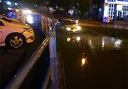 In Ancona a causa di caditoie otturate in seguito a temporale, si è creato in un avvallamento stradale un effetto piscina in cui l'automobilista è rimasto in panne con danneggiamento del motore dell'auto.